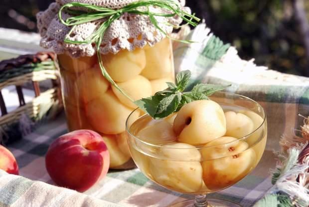 Як консервувати персики: рецепти на зиму консервованих персиків цілими та дольками