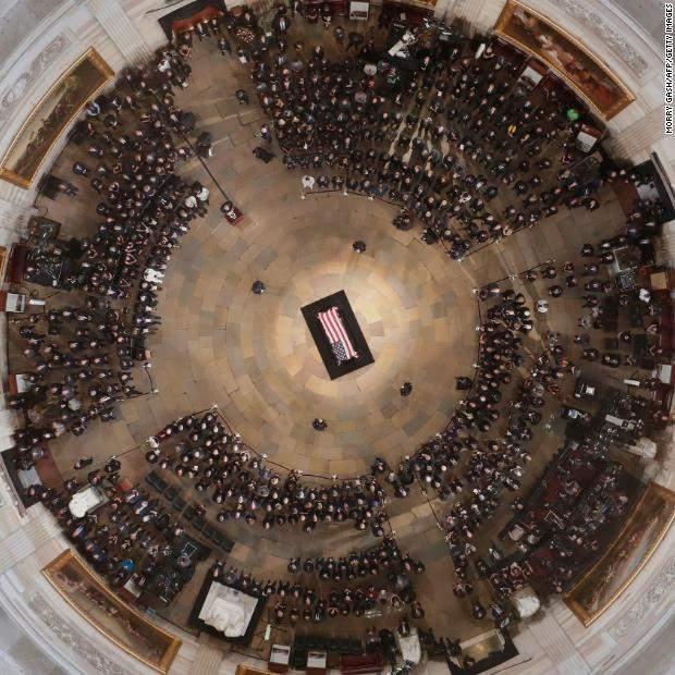 Джон Маккейн похорон прощання