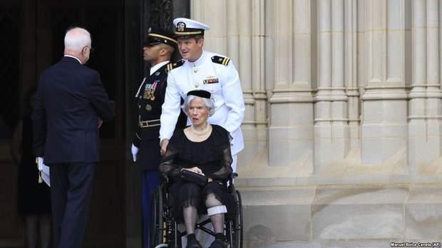 Маккейн похорон США