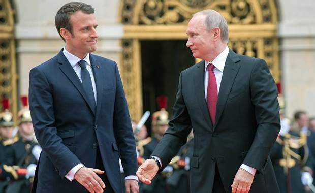 Емануель Макрон і Путін