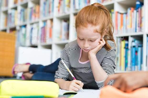 Зір погіршується, коли дитина робить дамашнє завдання не за столом