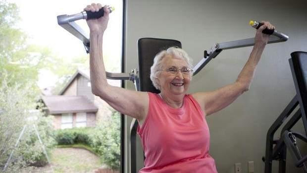 Літнім людям краще займатися силовими тренуваннями