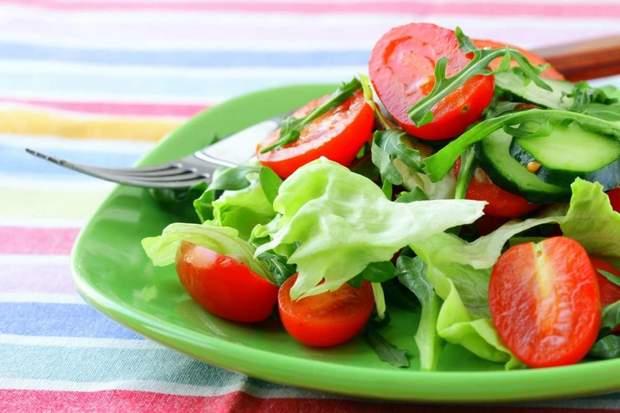 Чи можна поєднувати огірки з помідорами