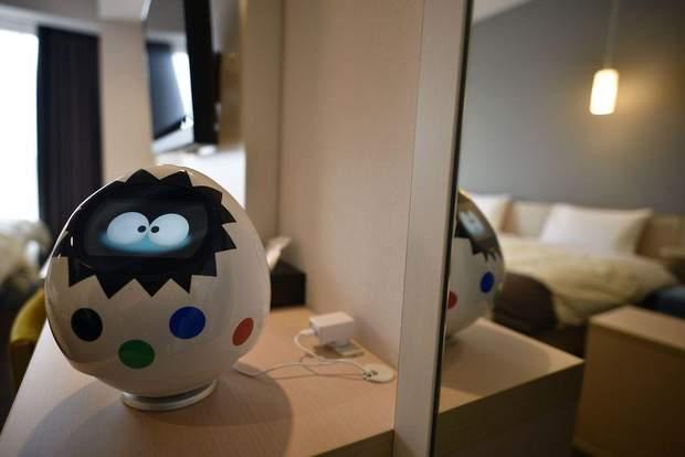 В кімнатах готелю стоять роботи