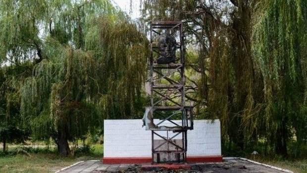 Макіївка пам'ятник підпал підлітки