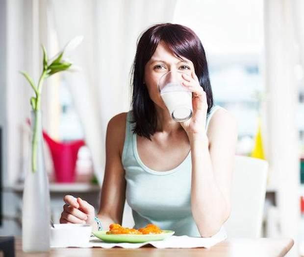 Чи можна вживати жінкам молоко
