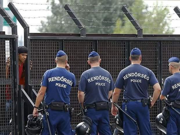 Поліція Угорщини проти мігрантів