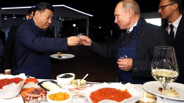 Володимир Путін та Сі Цзіньпін після IV Східного економічного форуму у Владивостоці