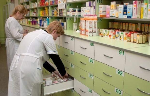 Чимало українців купують ліки самостійно чи за поради знайомих