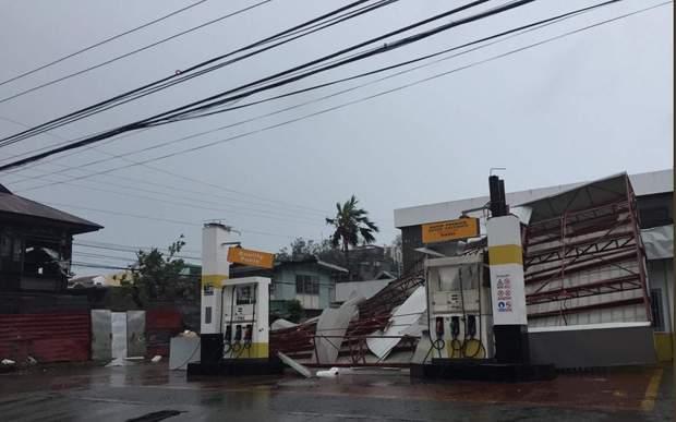 Потужний тайфун у Філіппінах знищує будинки