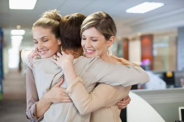 Дотик чи обійми можуть покращити настрій