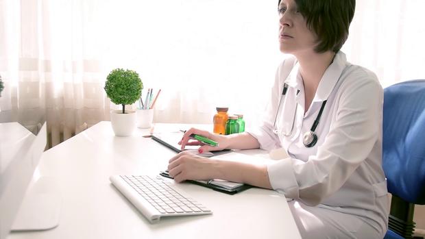 Європейські міста та Україна переходять на електронні записи у медицині