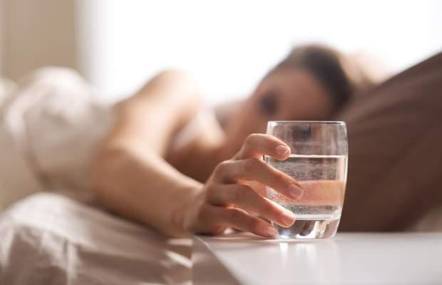Дієтолог радить починати день та закінчувати його водою