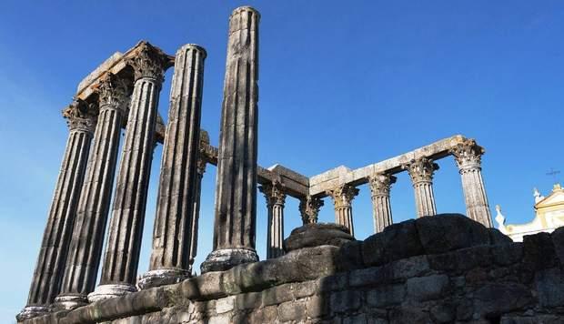 Римський храм у місті Евора