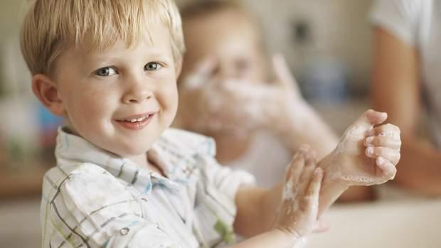 Після чхання необхідно добре вимити руки з милом