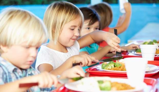 Діти повинні стежити, щоб посуд, яким вони користуються, був чистим