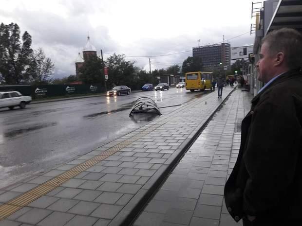 У Львові через сильні вітри літали зупинки