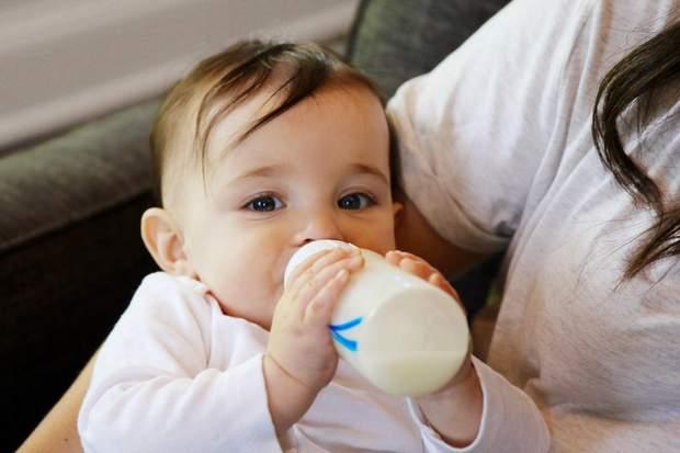 Дітям до 1 року коров'яче молоко не потрібно давати