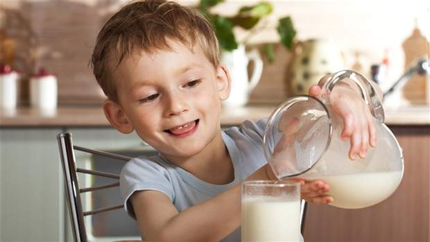 Комаровський радить дотримуватися норм вживання молока для дітей