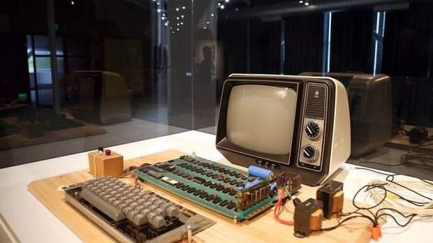 Apple перший комп'ютер