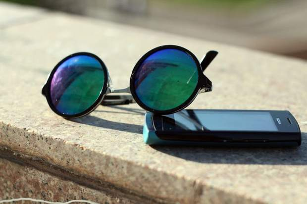 Окуляри не захищають від впливу синього світла