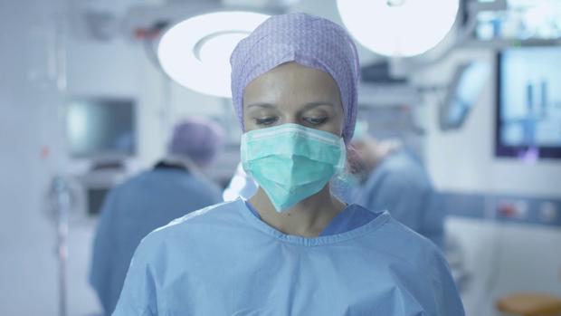 Маска вбереже медика під час операцій від великих крапель