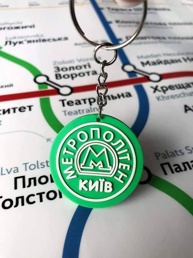 Київ метро сувеніри брелок