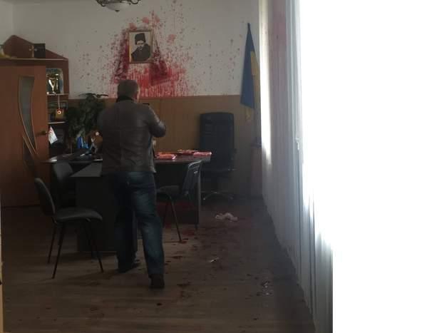 Вінниця Гнівань Кулемов мер кров облили кров'ю
