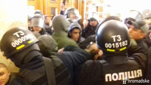 Гусовський Київ міська рада облили зеленкою закидали яйцями напад