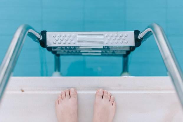Плавання корисне не лише для профілактики захворювань, а й під час лікування
