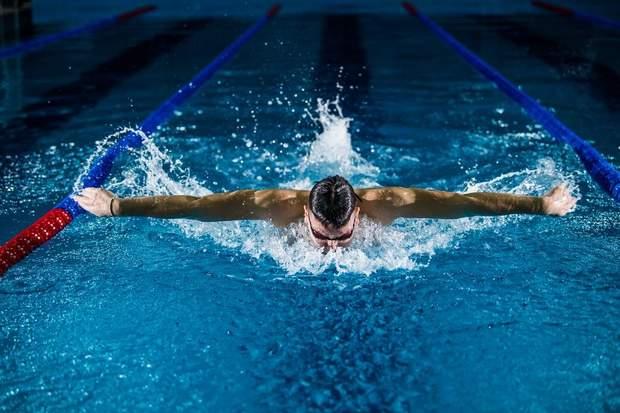 Плавання розвиває координацію рухів та укріплює м'язовий корсет