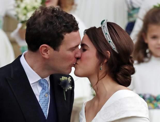Первый поцелуй принцессы Евгении и Джека Бруксбенка