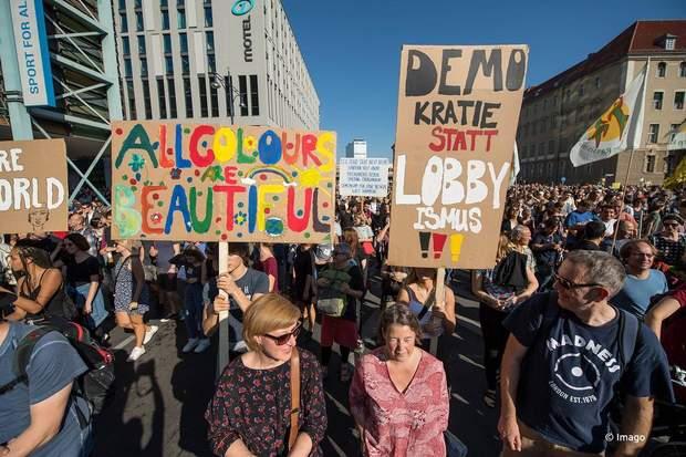 Мітинг проти расизму в Берліні