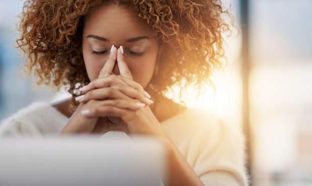 Синдром сухого ока виникає через тривалу роботу з комп'ютером