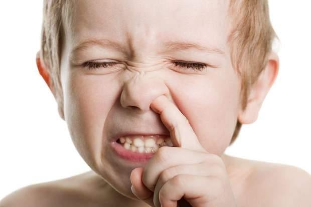 Звичка колупатися в носі може сприяти поришенню пневмонії