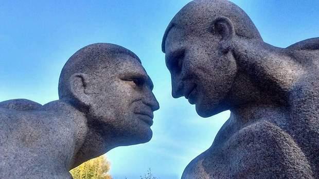 Клички брати скульптура парк Коростишів