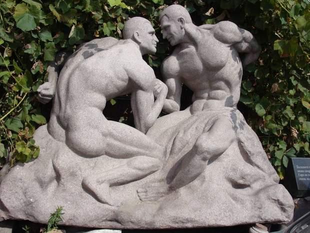 Кличко голі скульптура