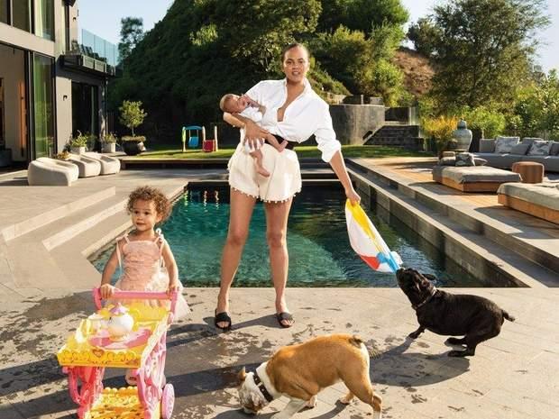 Кріссі Тейген для Vogue