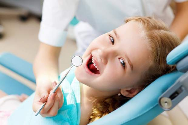 Регулярно водіть дитину до стоматолога