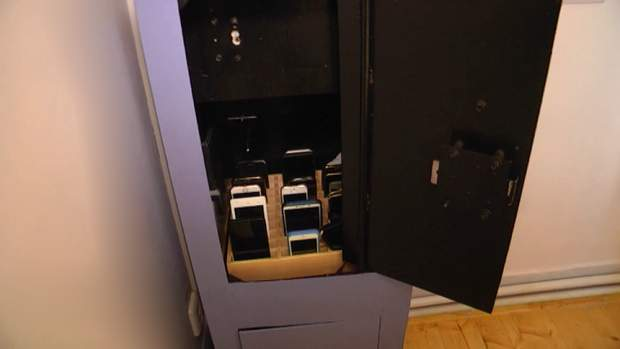 сейф і телефони