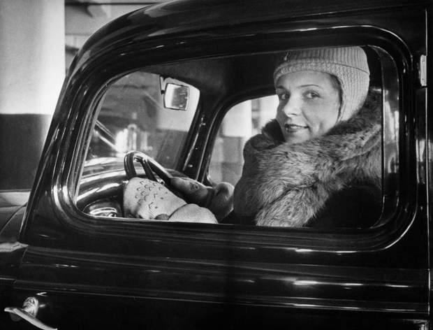 Жінкам дозволялося керувати автомобілем