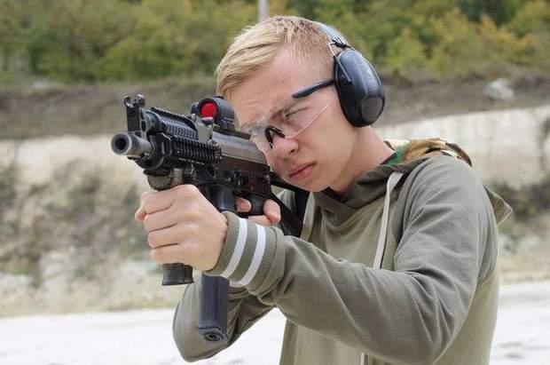 Влад Росляков, керченский стрелок
