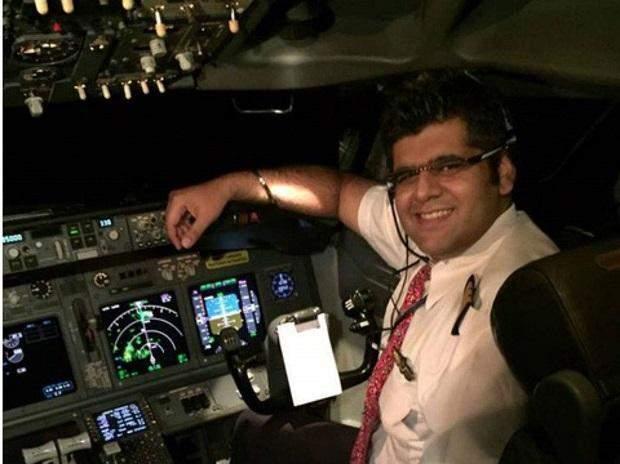 Командир Boeing 737 Бхавье Суня