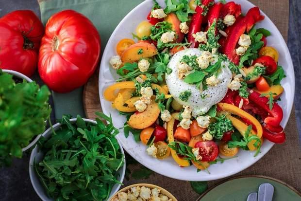 Харчова промисловість виробляє забагато зерна, жирів, цукрів, і замало овочів та фруктів