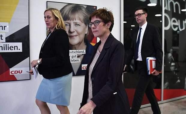 Аннегрет Крамп-Карренбауер або Міні-Меркель