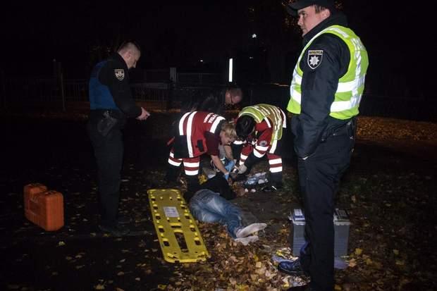 Авто патрульних збило грабіжника в Києві