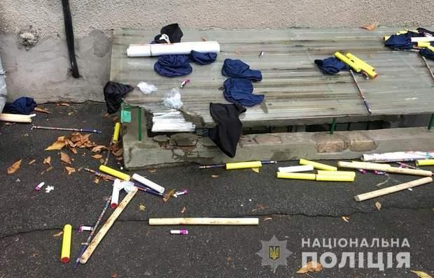 Київ активісти поліція затримання балаклави фаєри зброя