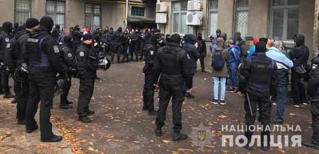 Поліція Київ затримання молодики активісти зброя фаєри балаклави
