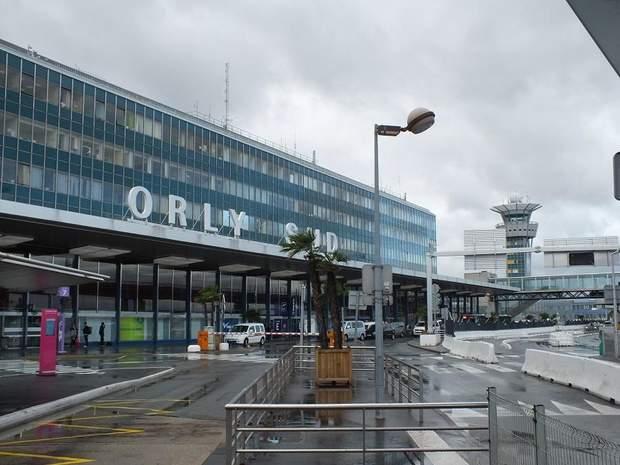 Аеропорт Орлі у Франції