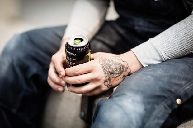 Вживання енергетичних напоїв може привести до розвитку алкогольної коми